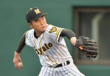 15三振を奪い完封した横浜隼人の2年生右腕・加藤