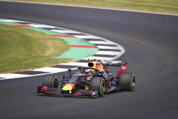 自動車のF1英国GPで走行するレッドブル・ホンダのピエール・ガスリー=シルバーストーン(ゲッティ=共同)