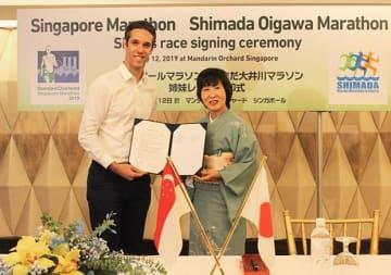 静岡県島田市は、シンガポールマラソンを運営するアイアンマンと姉妹レース協定を締結した=12日、シンガポール中心部(NNA撮影)