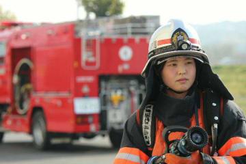 消防士として活躍している女性職員も。資機材の軽量化などで以前よりも働きやすい環境になっているという(大分市消防局提供)