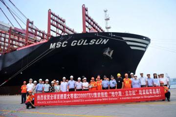 世界最大のコンテナ船「MSC GULSUN」、初めて青島港に到着