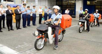 「安全・安心かもめ~る」の配達へ出発する郵便局員