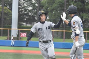【逗子-慶応】先制本塁打を放った慶応の2番小林