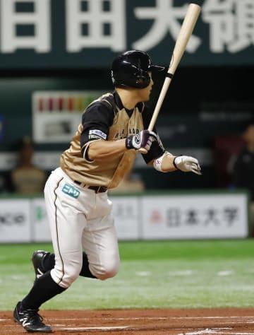 1回日本ハム1死一、二塁、田中賢が左翼線に2点三塁打を放つ=ヤフオクドーム