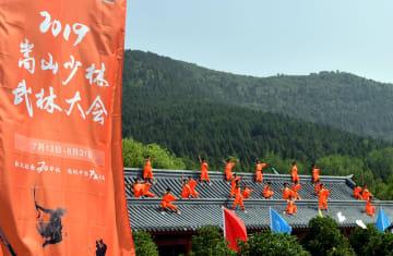 嵩山少林寺で武林大会が開催 河南省登封市