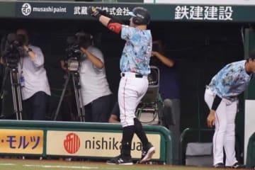 25号本塁打を放ち「スシパフォーマンス」を決めたロッテ・レアード【写真:荒川祐史】