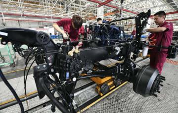 中国安徽省の自動車工場の生産ライン=12日(共同)