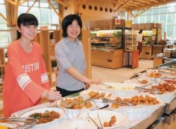 大分大旦野原キャンパスの学生食堂はバイキング形式で朝食を提供している=大分市