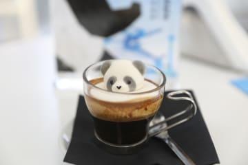 ユニバーシアード閉幕 次回開催地、成都が「パンダコーヒー」でPR
