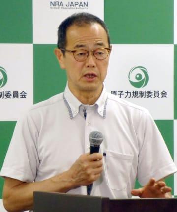 記者会見する原子力規制委員会の更田豊志委員長=17日午後、東京都港区