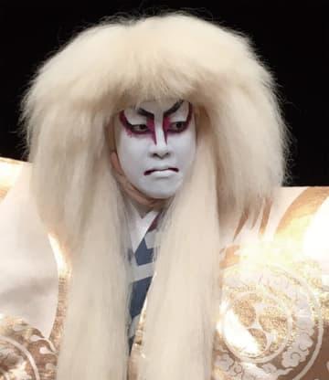 町田駅前で小・中学生向け「歌舞伎化粧ワークショップ」役者気分で記念撮影も