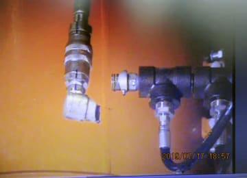 福島第1原発3号機の燃料取り出し装置を動かすための水圧ホースの継ぎ手(東京電力提供)