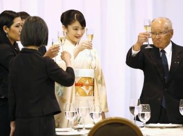 日本人の移住120周年記念式典後の祝賀会に出席された秋篠宮家の長女眞子さま=17日、ボリビア・サンタクルス(共同)
