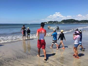 材木座海岸で「鎌倉スポーツビーチ」ラクビーやスナッグゴルフなど体験しよう。