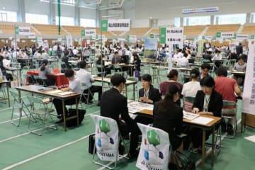 学生ら219人が参加した合同就職面接会