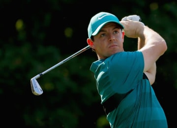 Rory McIlroy Tweets Support for Nike Staff