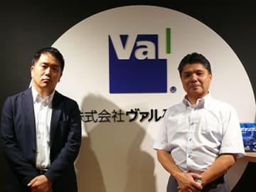 新社長の菊池宗史氏(左)と元社長の太田信夫氏