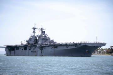 強襲揚陸艦ボクサー=5月、米西部サンディエゴ湾(米海軍提供・AP=共同)
