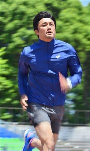北京五輪陸上400メートルリレーの銀メダリストで、現役にこだわって調整を続ける陸上男子の末續慎吾=6月13日、神奈川県平塚市の「Shonan BMW スタジアム平塚」(高見伸)