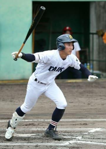 【大分工―中津南】6回裏大分工1死二塁、日高が右翼線に先制の適時二塁打を放つ