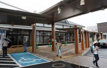 建て替え工事が完了間近のJR紀伊田辺駅(和歌山県田辺市湊で)