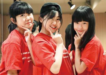麻生発ガールズユニット「グレージュ」上麻生東町内会の盆踊りで初披露