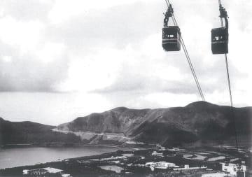 開通当時の箱根ロープウェイ。芦ノ湖方面へのルートが確立し、箱根登山鉄道の業績向上にも貢献した(箱根ロープウェイ提供)