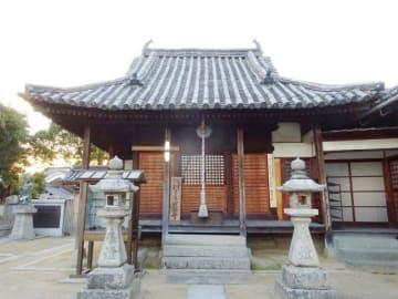 実際寺の本堂(倉敷市教委提供)