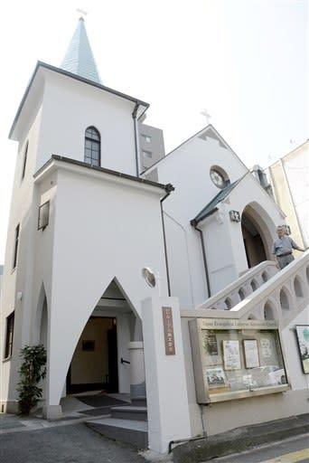 国登録有形文化財に答申された日本福音ルーテル熊本教会。手前左が塔、右奥2階が礼拝堂=熊本市中央区
