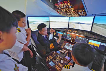 航空軍事サマーキャンプで過ごす夏休み 雲南省昆明市