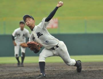 毎回の16奪三振の力投を見せた丹生のエース玉村昇悟=7月14日、福井県営球場