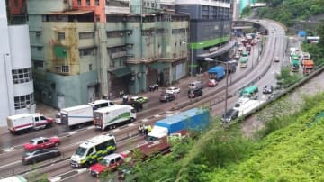 Police find high explosive at a Tsuen Wan industrial building. Photo: Apple Daily.