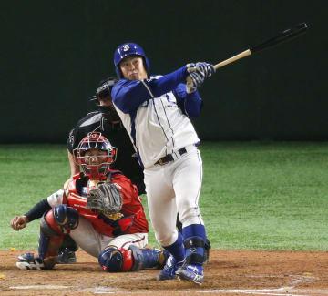 JFE東日本―明治安田生命 9回裏JFE東日本2死、猪田が左越えにサヨナラ満塁本塁打を放つ=東京ドーム