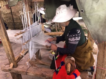 手織りがもたらす幸せな暮らし 四川省理塘県