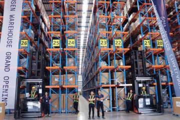 郵船ロジスティクス(タイランド)が報道陣に公開した改修を終えた新たな倉庫=19日、サムットプラカン県(NNA撮影)