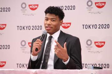 NBA入団決定後初の国内での会見に臨む八村選手