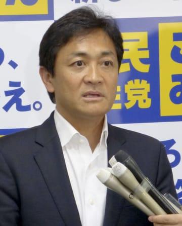 党本部で取材に応じる国民民主党の玉木代表=22日午後、東京・永田町