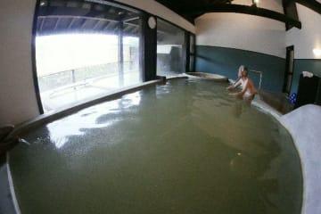 リニューアルした大浴場=19日、竹田市直入町