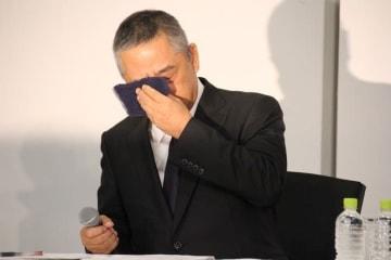 所属芸人の「闇営業」問題で記者会見を開いた吉本興業の岡本昭彦社長(2019年7月22日撮影)
