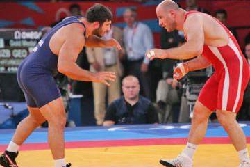 ロンドン・オリンピック決勝を争ったタイマゾフ(右)とモズマナシビリ。ともにドーピング違反による失格となった=撮影・矢吹建夫