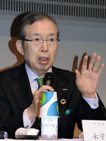 記者会見する日本電産の永守重信会長=24日、東京都千代田区