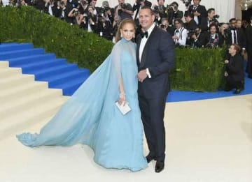 NEW YORK, NY - MAY 01: Jennifer Lopez (L) and Alex Rodriguez attend the 'Rei Kawakubo/Comme des Garcons: Art Of The In-Between' Costume Institute Gala at Metropolitan Museum of Art on May 1, 2017 in New York City. (Photo by Dia Dipasupil/Getty...