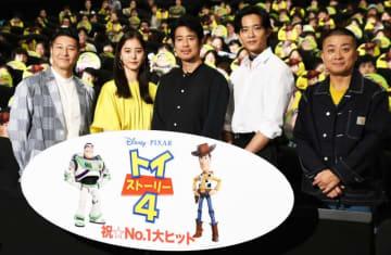 左から順に、長田庄平、新木優子、唐沢寿明、竜星涼、松尾駿