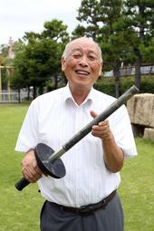 1964年に開かれた東京五輪の思い出を語る石戸正さん=芦屋市伊勢町