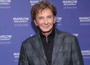 Barry Manilow Returns To Broadway At the Lunt-Fontanne Theatre