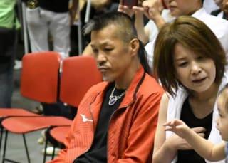 辰吉の父・丈一郎氏も試合を見守った