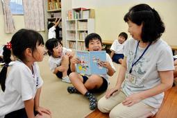 放課後に小学生を預かる学童保育。開所時間の前倒しが広がっている=姫路市北条、城陽小学校