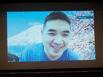 自社のビデオ会議サービスでプレゼンするエリック・ユアンCEO兼創業者