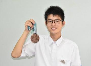 国際数学オリンピックで銅メダルを獲得した早川睦海さん