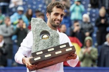 優勝したアルベルト・ラモス(スペイン)=28日、スイス・グシュタート(AP=共同)